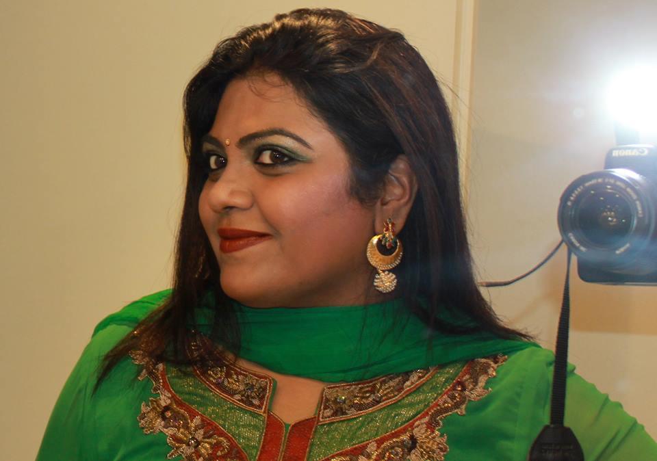 Amruta führt begleitet die indischen Kochkurse von VegAnne